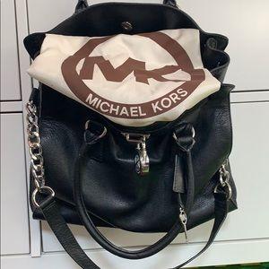 Micheal Kors - Black Bag